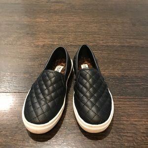 Girls Steve Madden black quilted slip on sneaker